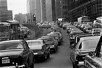 ARCHIVE -<br /> <br /> Traffic sur la rue University,<br /> en 1973<br /> , date exacte inconnue<br /> <br /> Photo : Agence Quebec Presse  - Alain Renaud