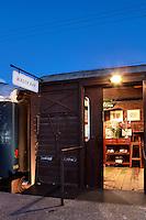 wagon bar entrance