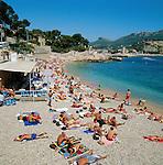 France, Côte d'Azur, Cassis: Beach Scene | Frankreich, Côte d'Azur, Cassis: Sonnenbaden am Kiesstrand