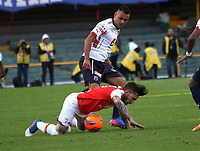 BOGOTA -COLOMBIA, 2-04-2017.Jonathan Gomez (R)  player of Independiente Santa Fe fights the ball against of Marlon Piedrahita  (L) player of Independiente Medellin during match for the date 11 of the Aguila League I 2017 played at Nemesio Camacho El Campin stadium . Photo:VizzorImage / Felipe Caicedo  / Staff