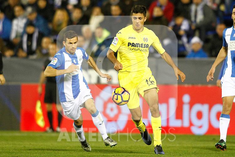 CD Leganes' Alberto Martin (l) and Villarreal CF's Rodri Hernandez during La Liga match. December 3,2016. (ALTERPHOTOS/Acero)