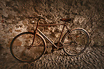 Italien, Lombardei, Comer See, Varenna: altes, rostiges Fahrrad | Italy, Lombardia, Lake Como, Varenna: old, rusty bicycle