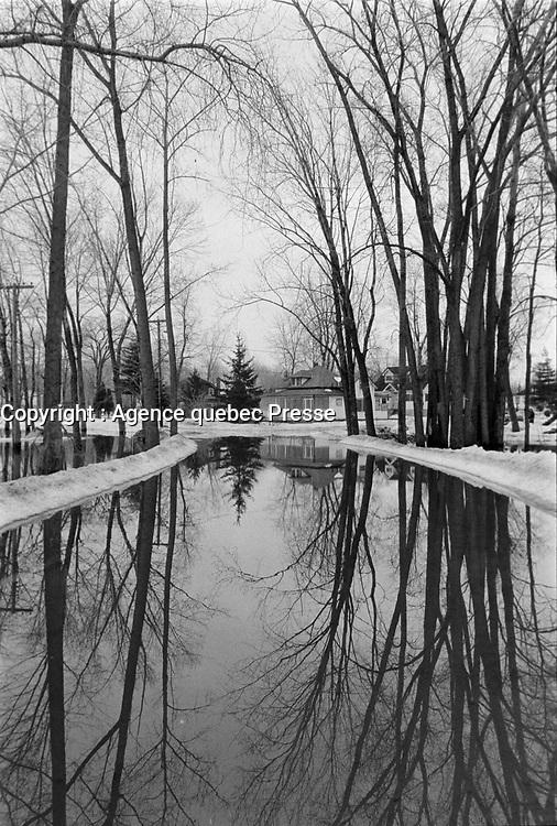 Innondation a Laval, 5 Mai 1973<br /> <br /> PHOTO : Alain Renaud - Agence quebec Presse
