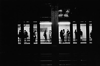 USA. New York City. Subway station. Spring Street. A crowd of people is waiting for the train to arrive.21.12.14 © 2014 Didier Ruef