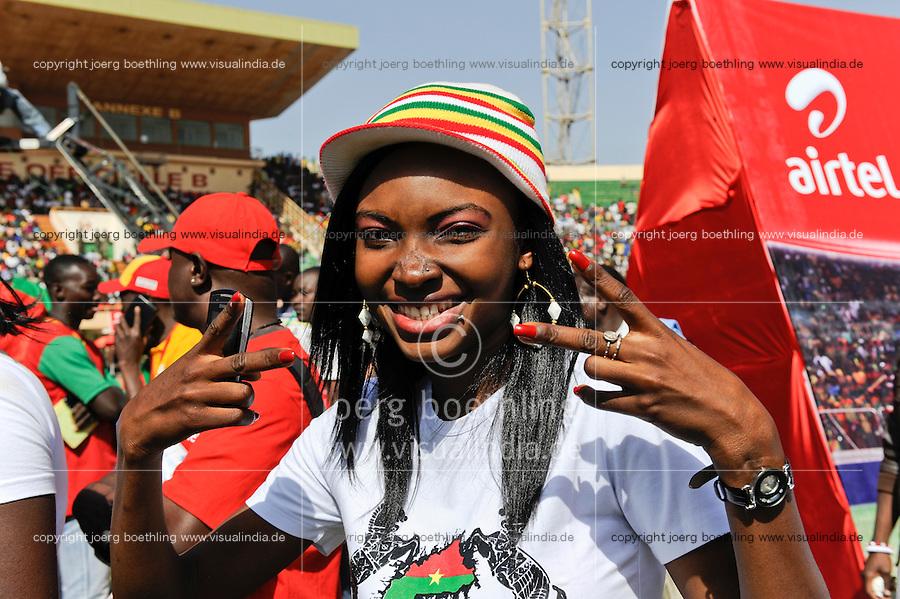 BURKINA FASO, soccer fans during reception of the national football team of Burkina Faso as 2nd placed winner of the Africa Cup 2013 in Stadium in Ouagadougou /<br /> BURKINA FASO Ouagadougou, begeisterte fans empfangen die burkinische Fussball Nationalmannschaft als zweitplazierten des Afrika Cup 2013 im Stadium