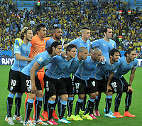 RIO DE JANEIRO - BRASIL -28-06-2014. Jugadores de Uruguay (URU) posan para una foto durante los actos protocolarios previo al partido de los octavos de final con Colombia (COL) por la Copa Mundial de la FIFA Brasil 2014 jugado en el estadio Maracaná de Río de Janeiro./ Players of Uruguay (URU) pose to a photo during the formal events prior of the match of the Round of 16 against Colombia (COL)  for the 2014 FIFA World Cup Brazil played at Maracana stadium in Rio do Janeiro. Photo: VizzorImage / Alfredo Gutiérrez / Contribuidor