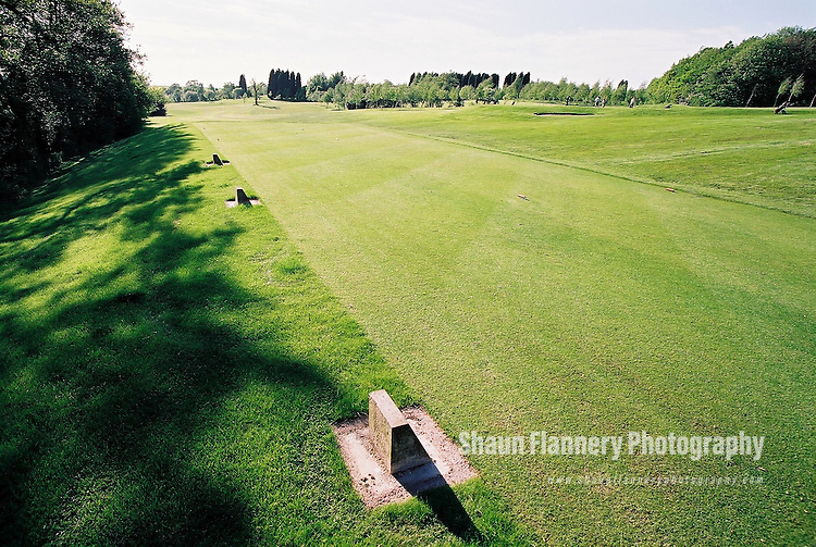 Pix: Shaun Flannery/shaunflanneryphotography.com...COPYRIGHT PICTURE>>SHAUN FLANNERY>01302-570814>>07778315553>>..18th May 2004..............Hickleton Golf Club, Lidgett Lane, Hickleton, Doncaster, DN5 7BE..Golf Course - 8th tee.