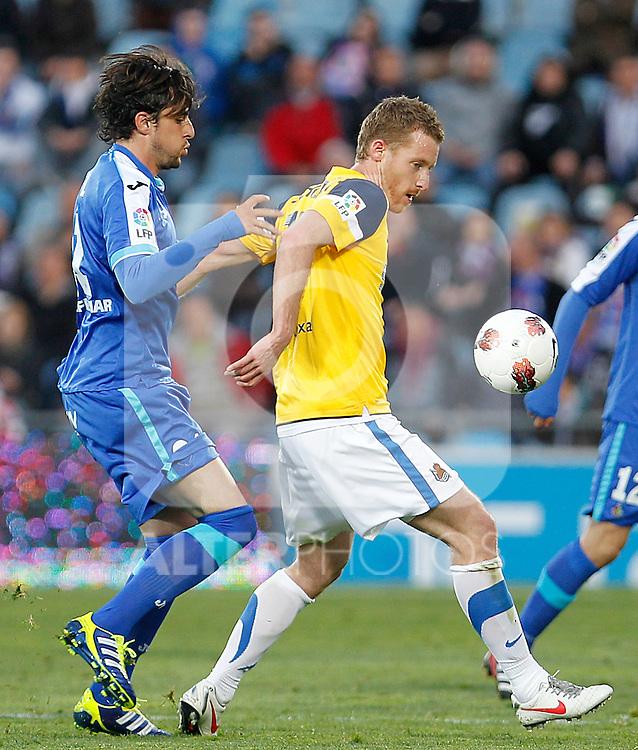 Getafe's Michel (l) and Real Sociedad's David Zurutuza during La Liga match.March 17,2012. (ALTERPHOTOS/Acero)