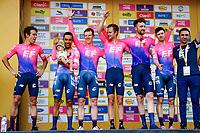 MEDELLIN - COLOMBIA, 12-02-2019: Rigoberto Uran (COL) Team EF Education First - DRAPAC y su equipo celebran como vencedores de la primera etapa, contrarreloj por equipos de 14 Km, como parte del Tour Colombia 2.1 2019 que se disputó por las calles de la ciudad de Medellín . / Rigoberto Uran (COL) Team EF Education First - DRAPAC and his team celebrate after winning the first stage, time trial by teams of 14 km, as part of Tour Colombia 2.1 2019 that ran through the streets of Medellin. Photo: VizzorImage / Anderson Bonilla / Cont