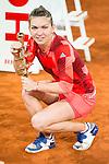 Simona Halep with championship award during WTA Finals Mutua Madrid Open Tennis 2016 in Madrid, May 07, 2016. (ALTERPHOTOS/BorjaB.Hojas)