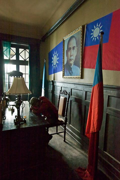 Film Crew Takes A Break, APC Agent's Former Residence, Chongqing (Chungking).