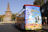 - Milano, autobus turistico in piazza Castello<br /> <br /> - Milan tourist bus in the Castello square