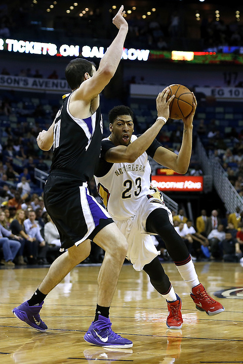 NEW ORLEANS, LA - MARCH 07:  Anthony Davis #23 of the New Orleans Pelicans drives against Kosta Koufos #41 of the Sacramento Kings during the first half of a game at Smoothie King Center on March 7, 2016 in New Orleans, Louisiana.  (Photo by Jonathan Bachman/Getty Images) NOTE TO USER: User expressly acknowledges and agrees that, by downloading and or using this photograph, User is consenting to the terms and conditions of the Getty Images License Agreement.