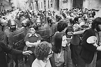 - women's manifestation for the abortion (Milan, 1976)....- manifestazione femminista per l'aborto (Milano,1976)