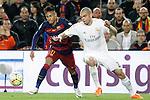 FC Barcelona's Neymar Jr (l) and Real Madrid's Pepe during La Liga match. April 2,2016. (ALTERPHOTOS/Acero)