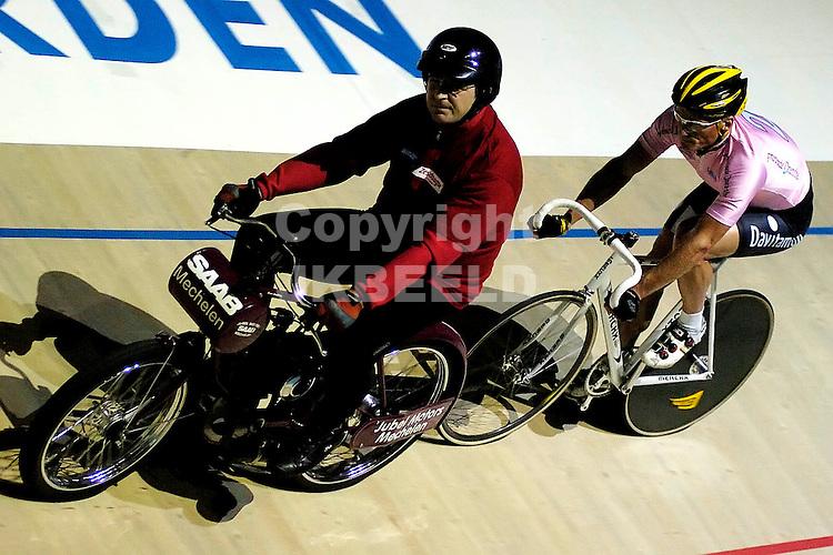 wielrennen zesdaagse van het noroden zuidlaren 11-12-2007 deneef.fotograaf Jan Kanning