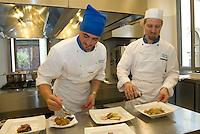 """Casa Artusi è nata nel 2007 a Forlimpopoli, Forlì, città natale di Pellegrino Artusi capostipite degli chef di cucina. Con il suo libro più famoso """"La scenza in cucina e l'arte di mangiare bene"""", editato alla fine dell'800,  ha dato un'impronta ben precisa su quelle che saranno poi le basi della moderna gastronomia, e che continuaano fino ai nostri giorni. Pellegrino Artusi, manuale cucina. """"La scienza in cucina e l'arte di amngiare bene"""""""