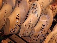 Schuhleisten aus Holz, Fagus Werk der Firmen GreCon, erbaut von Bauhaus-Architekt Walter Gropius 1911, Alfeld, Niedersachsen, Deutschland, Europa, UNESCO-Weltkulturerbe<br /> wooden shoe lasts, Fagus Factory of GreCon Company built by Bauhaus archtect Walter Gropius 1911; Alfeld, Lower Saxony, Germany, Europe, UNESCO heritage site