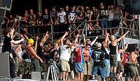 With Full Force XVI Festival Open Air - Roitzschjora / Löbnitz bei Leipzig - 40.000 metal heads join the biggest metal festival in eastern germany - ca 40.000 Besucher sind zur alljährlichen Ohrenmassage auf dem Segelflugplatz erschienen- im Bild: Volle Bühne bei Suicidal Tendencies - Fans durften sich zusammen mit der Band produzieren . Foto: Norman Rembarz..