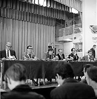 Assemblee Radio-Canada entre 1967 et 1970<br /> (date exacte inconnue)<br /> <br /> PHOTO :  Alain  Renaud - Agence Quebec Presse
