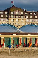 France, Calvados (14), Côte Fleurie, Deauville, la plage , ses parasols et l'Hôtel Royal Barrièr // France, Calvados, Côte Fleurie, Deauville, the beach ,  its beach umbrellas and  in the background the Hôtel Royal Barrièr