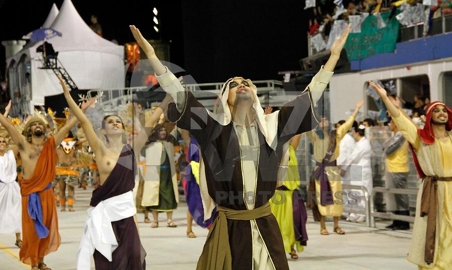 SÃO PAULO, SP, 05 DE MARÇO DE 2011 - CARNAVAL 2011 / NENÊ DE VILA MATILDE - Integrantes da Nêne de Vila Matilde durante o segundo dia dos desfiles as escolas do Grupo Especial de São Paulo, no Sambódromo do Anhembi, zona norte da capital paulista, na noite deste sábado (05). (FOTO: VANESSA CARVALHO / NEWS FREE).