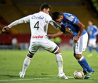 BOGOTA - COLOMBIA - 21 - 07 - 2016: David Silva (Der.) jugador de Millonarios disputa el balón con Jose Julian de la Cuesta (Izq.) jugador de Once Caldas, durante partido adelantado de la fecha 11 entre Millonarios y Once Caldas, de la Liga Aguila II-2016, jugado en el estadio Nemesio Camacho El Campin de la ciudad de Bogota.  / David Silva (R) player of Millonarios vies for the ball with Jose Julian de la Cuesta (L) player of Once Caldas, during an advance match between Millonarios and Once Caldas, for the date 11 of the Liga Aguila II-2016 at the Nemesio Camacho El Campin Stadium in Bogota city, Photo: VizzorImage / Luis Ramirez / Staff.