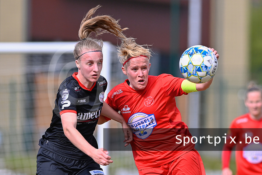 Jana Simons (8) of Woluwe and Lotte De Wilde (19) of Zulte-Waregem  pictured during a female soccer game between FC Femina White Star Woluwe and SV Zulte Waregem on the fifth matchday of play off 2 in the 2020 - 2021 season of Belgian Scooore Womens Super League , Saturday 8 th of May 2021  in Woluwe , Belgium . PHOTO SPORTPIX.BE | SPP | DAVID CATRY
