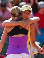 29-05-11, Tennis, France, Paris, Roland Garros , Michaela Krajicek omhelst haar dubbelpartner Safarova na hun verlies.
