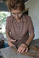 Cuba, Drehen von Zigarren bei Pinar del Rio