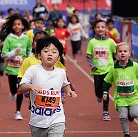 Nederland - Amsterdam - 2019 . De Marathon van Amsterdam. De Kids Run. De kinderen bereiken de finishlijn in het Olympisch Stadion.   Foto mag niet in negatieve / schadelijke context gepubliceerd worden.   Foto Berlinda van Dam / Hollandse Hoogte