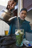 Afrique/Afrique du Nord/Maroc/Fèz: Médina de Fèz-El-Bali marchand de thé à la menthe