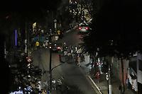 SÃO PAULO, SP, 06.06.2021 - CORONAVIRUS-SP - Grupo enorme de pessoas se aglomeram, descumprindo as orientações do governo de São Paulo para prevenção da propagação da pandemia de coronavírus COVID-19, na esquina das ruas Frei Caneca e Peixoto Gomide, no bairro da Consolação, região central de São Paulo, na noite deste domingo, 6. (Foto Charles Sholl/Brazil Photo Press/Folhapress)