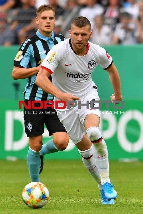 11.08.2019, Carl-Benz-Stadion, Mannheim, GER, DFB Pokal, 1. Runde, SV Waldhof Mannheim vs. Eintracht Frankfurt, <br /> <br /> DFL REGULATIONS PROHIBIT ANY USE OF PHOTOGRAPHS AS IMAGE SEQUENCES AND/OR QUASI-VIDEO.<br /> <br /> im Bild: Ante Rebic (Eintracht Frankfurt #4)<br /> <br /> Foto © nordphoto / Fabisch