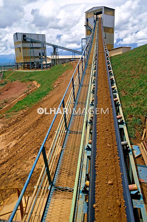 Usina de titânio em Araxá, Minas Gerais. 1985. Foto de Cynthia Brito.