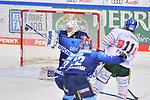 Adam Payerl (Nr.11 - Augsburger Panther) schießt auf das Tor von Torwart Nicolas Daws (Nr.35 - ERC Ingolstadt) beim Spiel in der Gruppe Sued der DEL, ERC Ingolstadt (dunkel) - Augsburger Panther (hell).<br /> <br /> Foto © PIX-Sportfotos *** Foto ist honorarpflichtig! *** Auf Anfrage in hoeherer Qualitaet/Aufloesung. Belegexemplar erbeten. Veroeffentlichung ausschliesslich fuer journalistisch-publizistische Zwecke. For editorial use only.