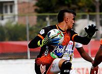ENVIGADO - COLOMBIA, 27–03-2021: Joan Parra de Envigado F. C., en accion durante partido entre Envigado F. C., y Deportes Tolima de la fecha 15 por la Liga BetPlay DIMAYOR I 2021, en el estadio Polideportivo Sur de la ciudad de Envigado. / Joan Parra of Envigado F. C. in actions during a match between Envigado F. C., and Deportes Tolima of the 15th date for the BetPlay DIMAYOR I 2021 League at the Polideportivo Sur stadium in Envigado city. Photo: VizzorImage / Donaldo Zuluaga/ Cont.