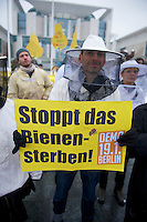 Ca. 25 Bienenzuechter und das Kampagnennetzwerk campact protestierten am Mittwoch den 16. Januar 2013 vor dem Bundeskanzleramt gegen den zunehmenden Einsatz von Pestizieden in der Landwirtschaft. Der Einsatz von Insektenvernichtungsmitteln gefaehrdet die Bienen und somit die Existenz der Imker.<br />16.1.2013, Berlin<br />Copyright: Christian-Ditsch.de<br />[Inhaltsveraendernde Manipulation des Fotos nur nach ausdruecklicher Genehmigung des Fotografen. Vereinbarungen ueber Abtretung von Persoenlichkeitsrechten/Model Release der abgebildeten Person/Personen liegen nicht vor. NO MODEL RELEASE! Don't publish without copyright Christian-Ditsch.de, Veroeffentlichung nur mit Fotografennennung, sowie gegen Honorar, MwSt. und Beleg. Konto:, I N G - D i B a, IBAN DE58500105175400192269, BIC INGDDEFFXXX, Kontakt: post@christian-ditsch.de<br />Urhebervermerk wird gemaess Paragraph 13 UHG verlangt.]