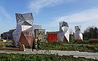 Nederland  Amsterdam -  2020. Houthaven. Park op het dak van de Spaarndammertunnel. Om de vier ventilatieschachten van de tunnel zijn kunstwerken geplaatst, ontworpen door kunstenaar Tjep. Foto : ANP/ HH / Berlinda van Dam