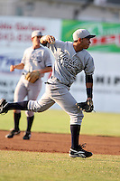 July 9th 2007:  Luis Nunez of the Staten Island Yankees, Class-A affiliate of the New York Yankees, at Dwyer Stadium in Batavia, NY.  Photo by:  Mike Janes/Four Seam Images