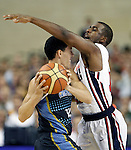 USA's Chris Paul (r) and Argentina's Pablo Prigioni during friendly match.July 22,2012. (ALTERPHOTOS/Acero)