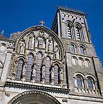 France, Burgundy, Département Yonne, Vézelay: Exterior of Basilique Sainte-Marie-Madeleine | Frankreich, Burgund, Département Yonne, Vézelay: Basilika Sainte-Marie-Madeleine