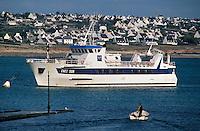 """Europe/France/Bretagne/29/Finistère/Audierne: """"L'Enez Sun"""" bateau pour l'île de Sein dans le port de Audierne"""