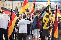"""Knapp 100 Mitglieder und Anhaenger der sog. """"Identitaeren"""" demonstrierten am Freitag den 17. Juni 2016 in Berlin. Angemeldet waren laut Veranstalter 400 Teilnehmer. Die rechtsextremen Teilnehmer des Aufmarsches kamen aus Berlin, Bayern und Oestrreich und skandierten Parolen wie """"Berlin ist unsere Stadt"""", """"Festung Europa, macht die Grenzen dicht"""" und No Border, No Nation, Stop Immigration"""".<br /> Im Bild: Ein Aufmarschteilnehmer mit der Aufschrift """"Schari'a? Nein Danke"""". auf dem T-Shirt.<br /> 17.6.2016, Berlin<br /> Copyright: Christian-Ditsch.de<br /> [Inhaltsveraendernde Manipulation des Fotos nur nach ausdruecklicher Genehmigung des Fotografen. Vereinbarungen ueber Abtretung von Persoenlichkeitsrechten/Model Release der abgebildeten Person/Personen liegen nicht vor. NO MODEL RELEASE! Nur fuer Redaktionelle Zwecke. Don't publish without copyright Christian-Ditsch.de, Veroeffentlichung nur mit Fotografennennung, sowie gegen Honorar, MwSt. und Beleg. Konto: I N G - D i B a, IBAN DE58500105175400192269, BIC INGDDEFFXXX, Kontakt: post@christian-ditsch.de<br /> Bei der Bearbeitung der Dateiinformationen darf die Urheberkennzeichnung in den EXIF- und  IPTC-Daten nicht entfernt werden, diese sind in digitalen Medien nach §95c UrhG rechtlich geschuetzt. Der Urhebervermerk wird gemaess §13 UrhG verlangt.]"""