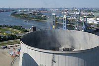 Germany, Hamburg, Vattenfall coal power station Moorburg, switched off in july 2021 as part of german coal exit, cooling tower / DEUTSCHLAND, Hamburg, Vattenfall Kohlekraftwerk Moorburg, in Betriebnahme 2015, letzter Betrieb vor endgültiger Abschaltung im Juli 2021, Hybridkühlturm