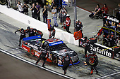 NASCAR Camping World Truck Series <br /> Lucas Oil 150<br /> Phoenix Raceway, Avondale, AZ USA<br /> Friday 10 November 2017<br /> Ben Rhodes, Safelite Auto Glass Toyota Tundra, pit stop<br /> World Copyright: Michael L. Levitt<br /> LAT Images