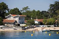 Europe/France/Aquitaine/33/Gironde/Bassin d'Arcachon: détail plage et maison aux env de Claouey - Villa de bord de mer
