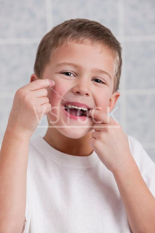 USA, Illinois, Metamora, Boy (6-7) flossing teeth