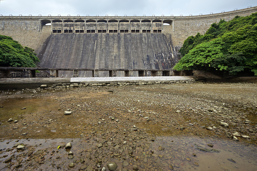 The dam wall on the Tai Tam Tuk Reservoir (1918), Tai Tam Group of Reservoirs.<br />