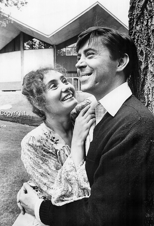 1975 FILE PHOTO - ARCHIVES -<br /> <br /> Actors, Brian Bedford , and Kathleen Widdoes<br /> <br /> <br /> PHOTO : Ron BULL - Toronto Star Archives - AQP